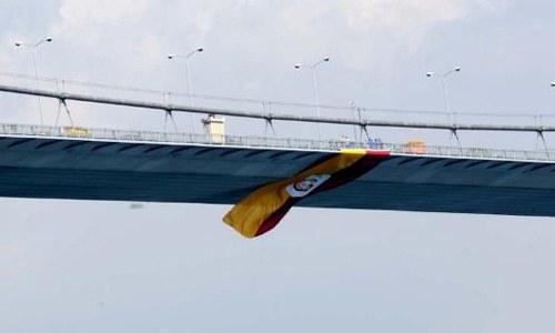 Boğaz, sarı-kırmızı bayrakla süslendi