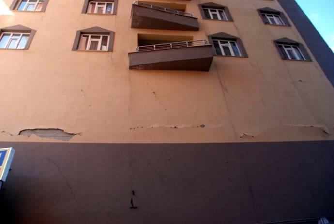 Bitlis'te 4 dakika arayla 3 deprem!