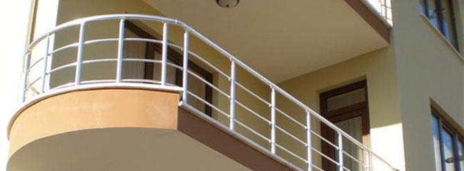 Balkondan girdi, çocuğu taciz etti