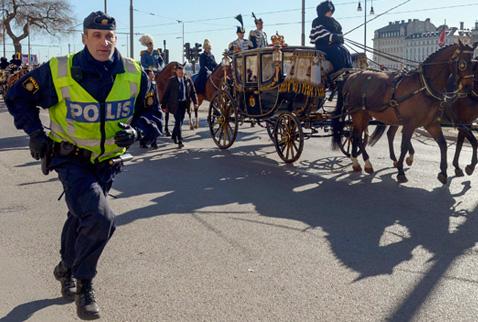 Gülü koruyan İsveçli polis hayatını kaybetti