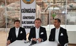 Genç patronlar, beyaz fular ve kravatla Diyarbakır'da çözüm istedi