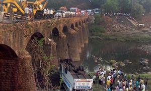 Otobüs köprüden uçtu: 37 ölü!