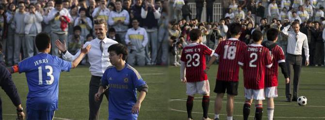 Takım elbiseyle futbol oynadı!