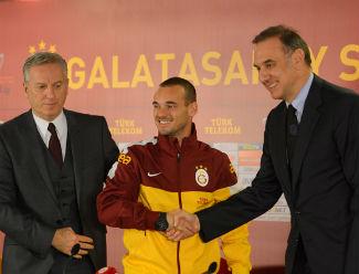 Fener Sneijderi bozmaya çalıştı