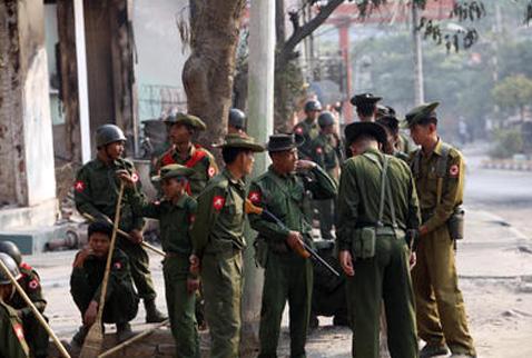 Myanmarda 2 cami ve 50 ev kundaklandı