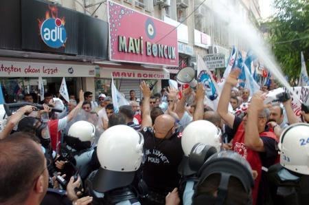 Sendika üyelerine polisten biber gazı müdahalesi