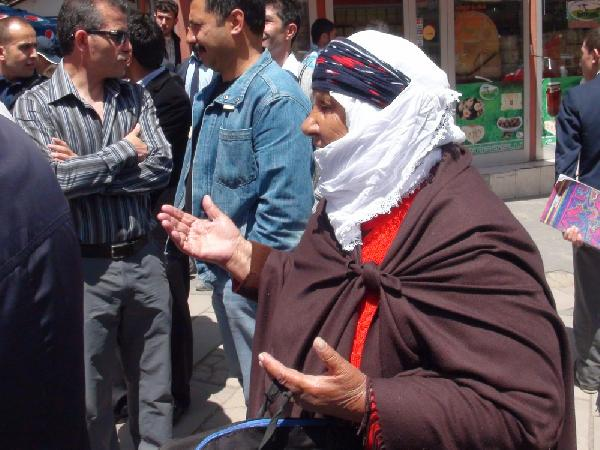 Dilber nine eylemciler için dua etti