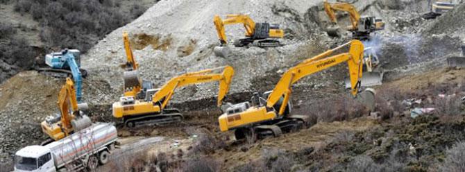 Tibette 83 işçi toprak altında