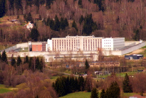 Almanyada bir mahkum cezaevi görevlisini rehin aldı