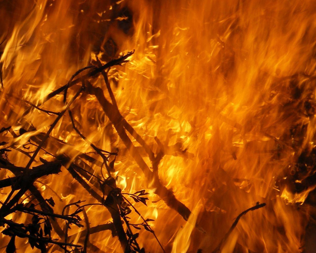 Kıbrısta iki farklı bölgede yangın çıktı