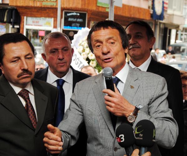 Ahmet Nazif Zorlu: Yerli malı kullanalım.