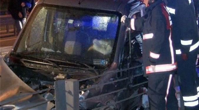Küçükçekmecede Metrobüs Kazası - 1 Ölü