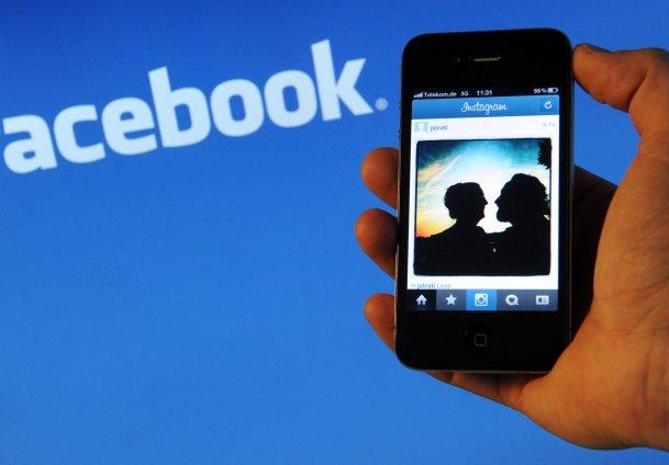 Facebook akıllı telefon peşinde