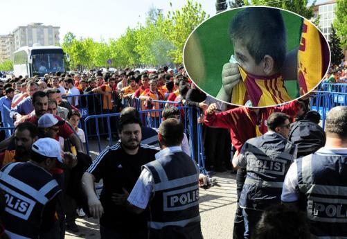 Gaziantepspor - Galatasaray maçı öncesinde ortalık karıştı.