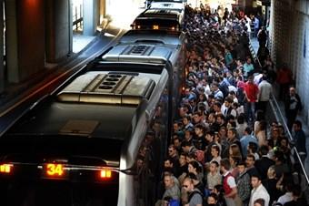 İstanbulda1 Mayıs nedeniyle  Metrobüs ve metro seferleri iptal
