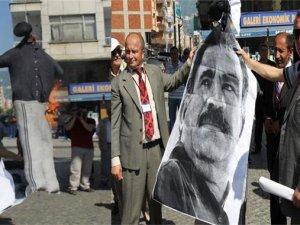 Rizede Öcalan maketi yakıldı