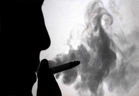 Sigarayı bırakmak için sıradışı bir yöntem seçti.