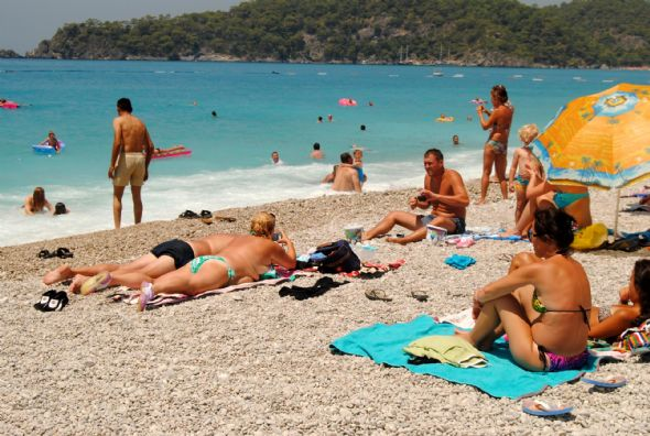 Ramazan geldi, plajlar turistlere kaldı