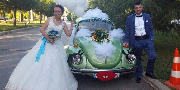 Güzelbahçe Belediyesinin  tiyatro eğitmeni Selin Akın Yardımoğlu evlendi.