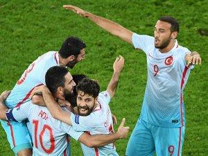 Türkiye-Çek Cumhuriyeti maçının yankıları
