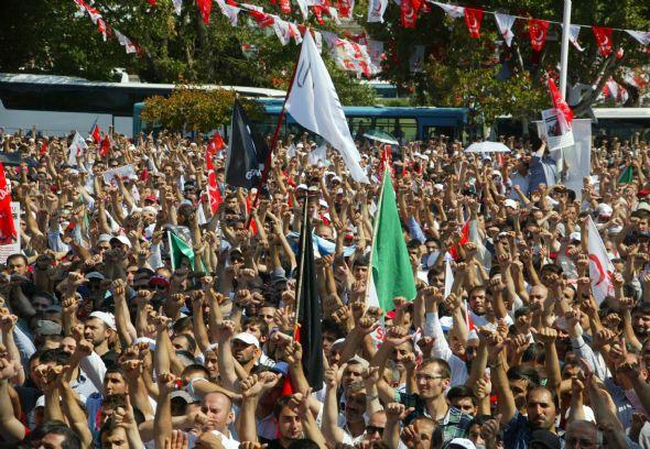 15 bin kişi protesto etti