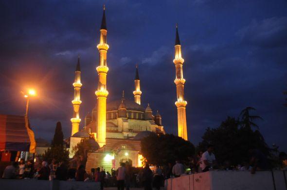 Kadir Gecesi'nde camiler doldu taştı.