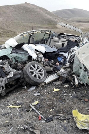 Ağrıda kaza: 1i bebek 4 ölü, 1 yaralı