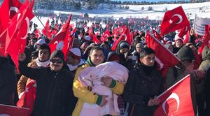 Türkiye şehitleri için yürüdü