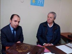 Karamürsel Bakır Madenliler Kültür Derneği Karamürsel İYİ PARTİye hayırlı olsun, ziyaretinde bulundu.
