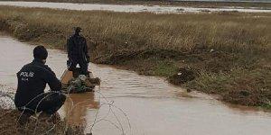 Akçakale'de zırhlı araç sele kapıldı: 2 asker kayıp