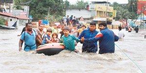 Hindistan'da büyük felaket! Yaşanan sel sonrası 324 kişi hayatını kaybetti!
