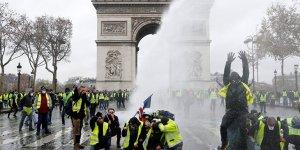 Fransa'da 'sarı yelekliler' kazandı