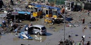Endonezya'yı tsunami vurdu! Ölü sayısı artıyor!
