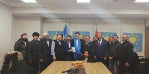 Serbest bırakılan Uygur Türklerinden İYİ Parti'ye teşekkür ziyareti