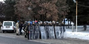 Doğu Türkistan için yürüyüşe jandarma engeli