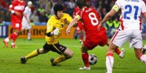 Petr Cech futbolu bırakacağını açıkladı!