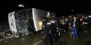 Amasya'da otobüs devrildi! Ölü ve yaralılar var