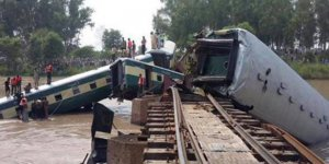 Bangladeş'te yolcu treni nehre düştü: 7 ölü, çok sayıda yaralı