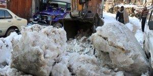 Pakistan'da kar yağışı felakete dönüştü! 108 Ölü