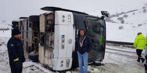 Bursaspor taraftarını taşıyan otobüs Erzurum'da devrildi: 2 yaralı