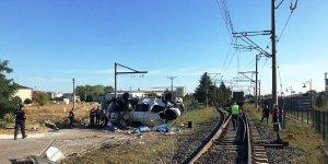 Tekirdağ'da feci kaza… Yük treni minibüse çarptı: 6 ölü