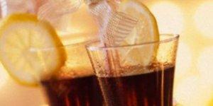 Gazlı içecekleri fazla tüketenlerde böbrek taşı oluşma riskinin artabileceği belirtildi